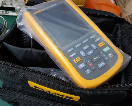 Fluke 124B Series Industrial Scopemeter Hand Held Oscilloscope